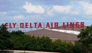 Delta_World_HQ_-_Fly_Delta_Air_Lines_sign